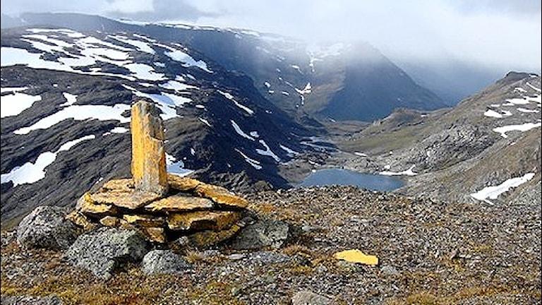 Gränsmarkering vid riksgränsen mellan Sverige och Norge. Foto: Lantmäteriet