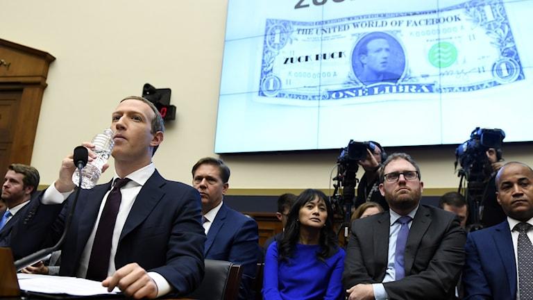 Facebooks vd Mark Zuckerberg frågas ut om libra i kongressen i oktober.