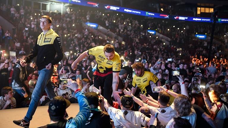 Arkivbild. Det ukrainska laget Natis Vincere går upp på scenen inför final i Dreamhack Masters mot det svenska laget Ninjas in Pyjamas (NiP) i Malmö Arena 2016.