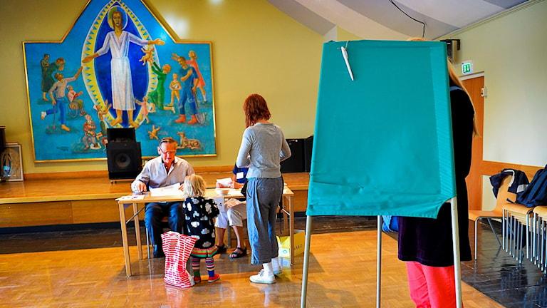 I dag röstar medlemmarna om kyrkans styre. Foto: Jonas Ekströmer/TT.
