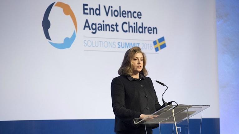 – Ingen organisation är för stor, inte ens FN för att inte Storbritannien ska stoppa bidrag om de inte går att lita på, sa biståndsminister Penny Mordaunt under det pågående toppmötet om våld mot barn i Stockholm.