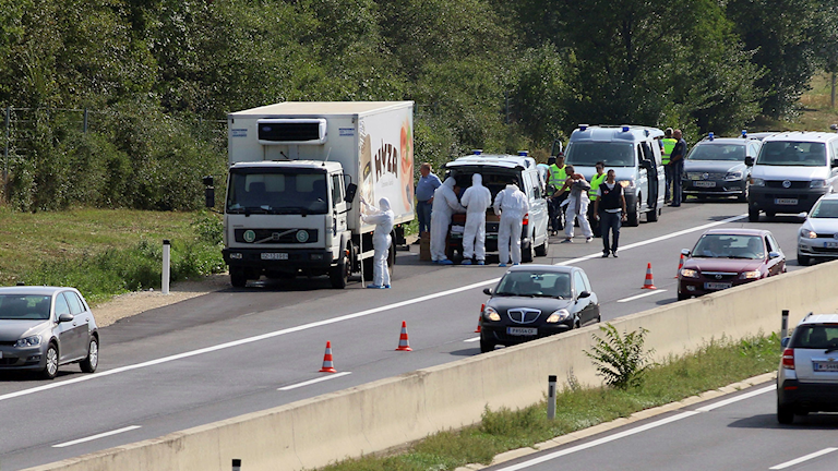 Lastbilen på en väg i Österrike där de döda personerna hittades