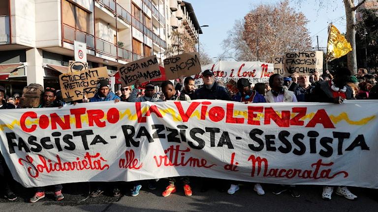 Demonstrationer efter det rasistiska dådet i Macerata