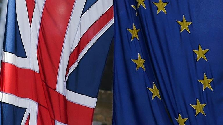 Storbritanniens och EU:s flaggor bredvid varandra