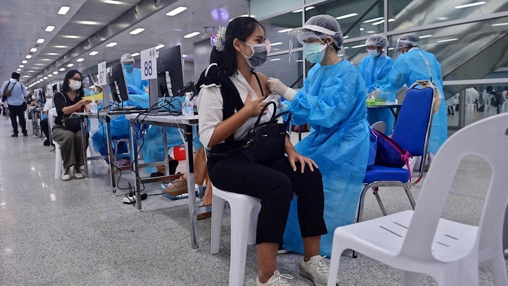 en person som blir vaccinerad