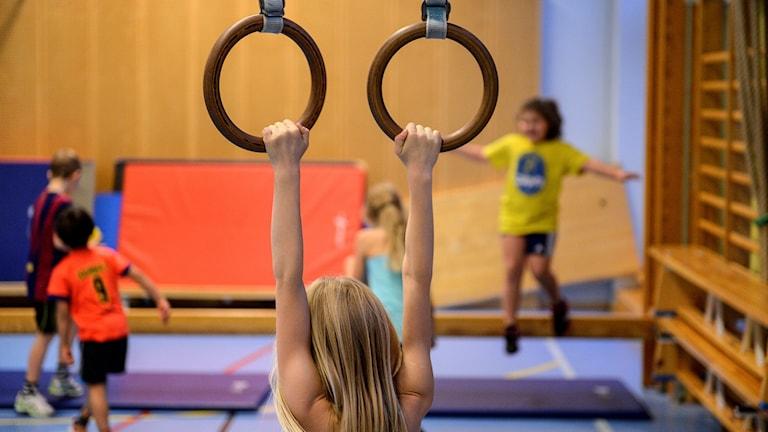 Gymnastiklektion i första klass.
