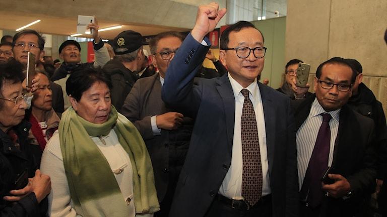 Kambodjas oppositionsledare Sam Rainsy inför återvändandet till Kambodja, på Charles de Gaulle flygplatsen i Paris, 7 november 2019. Foto: Michel Euler/TT.