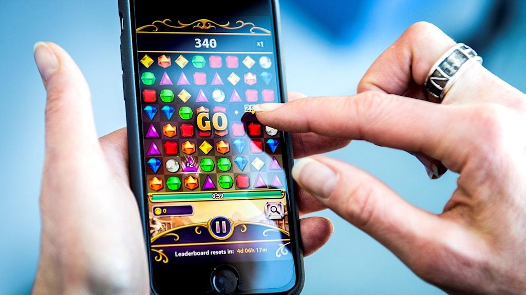 Spel på nätet i mobilen