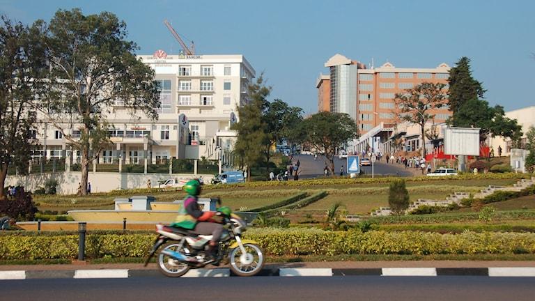 En motorcykeltaxi i Kigali.