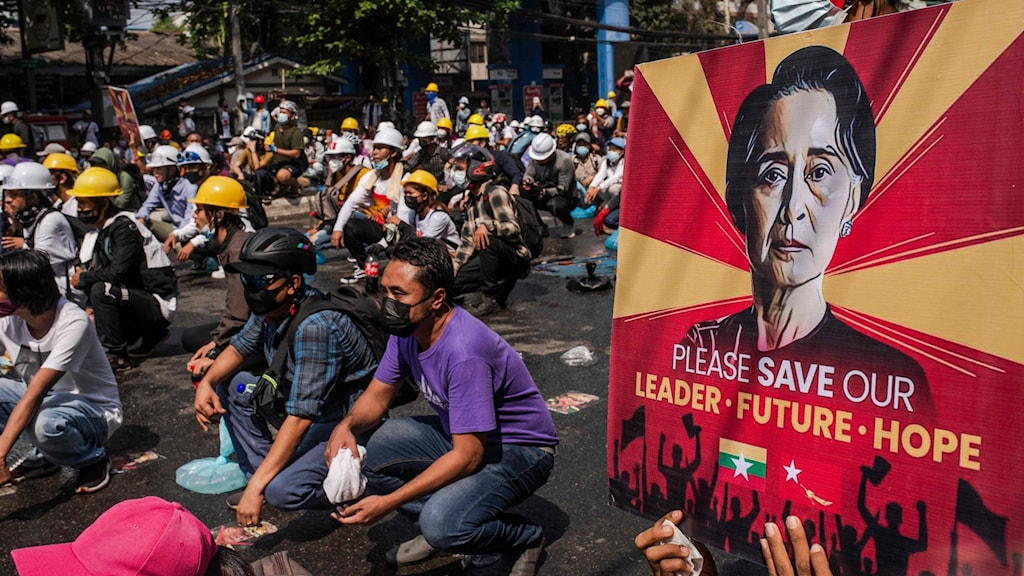 demonstranter på gatorna i Myanmar