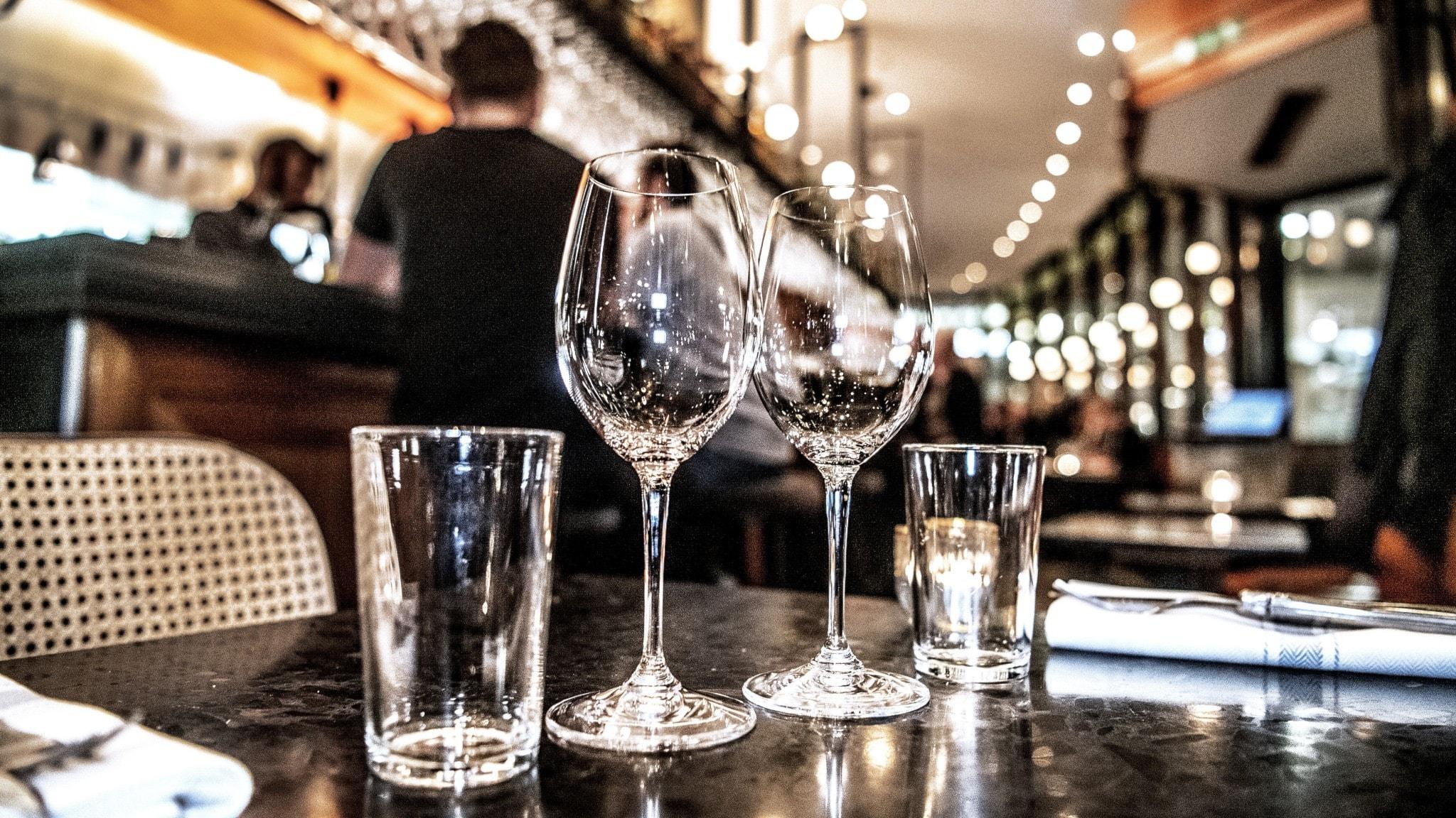 Stort ras för restaurangerna efter nya restriktioner