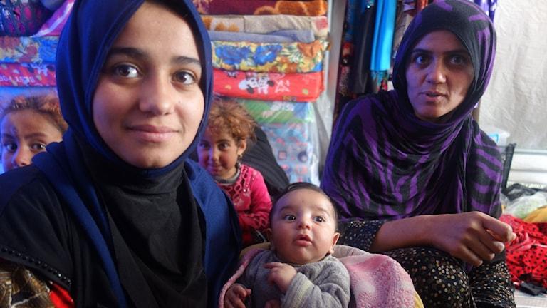 Lille Ibrahim i mitten vet inte att hans pappa anslöt sig till IS.