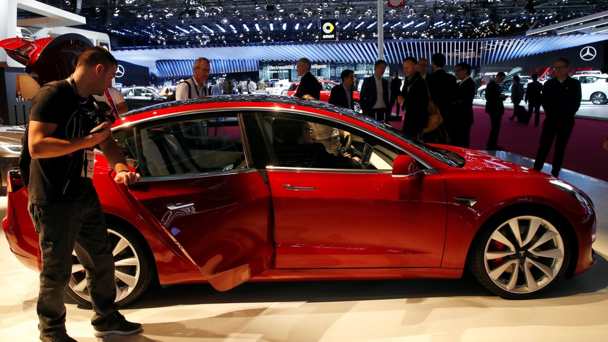 Mercedes saljer fler bilar