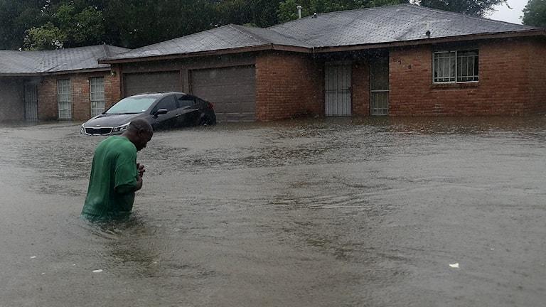 En Houston-bo väntar på räddning