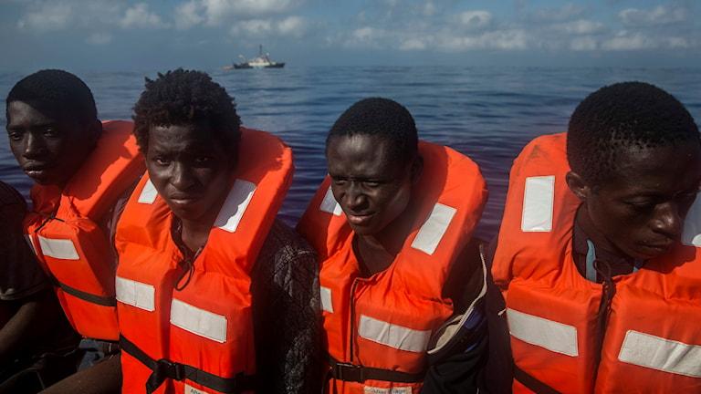 Några av flyktingarna som räddades i torsdags.
