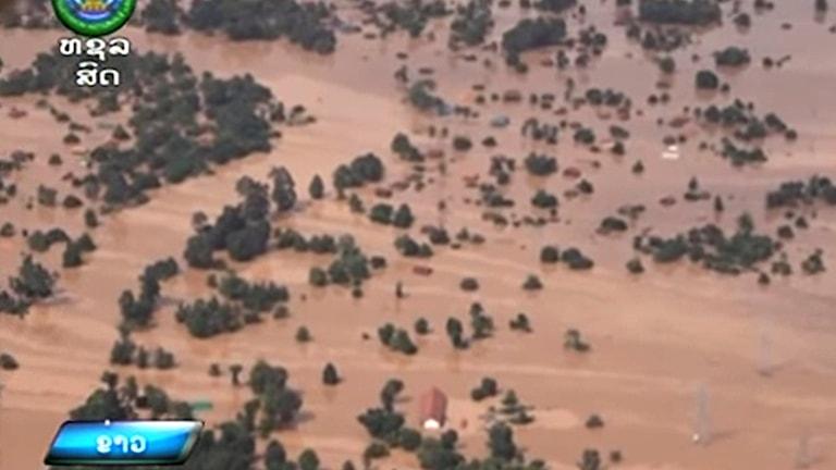 En flygvideo tagen tisdag 24 juli på byar som översvämmats.