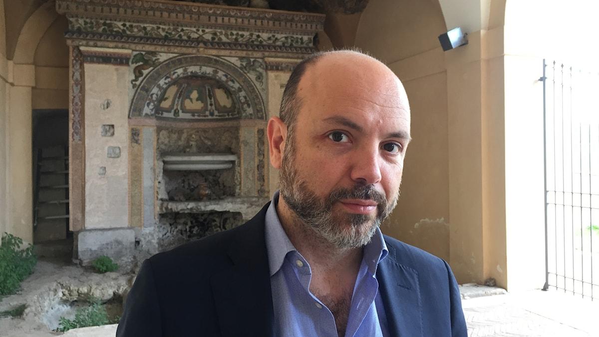 Flavio Di Giacomo från Internationella migrationsorganisationen, IOM, vid en flyktingmottagning i Augusta på Sicilien.