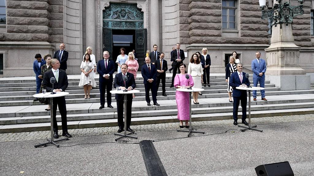 Statsminister Stefan Löfven (S) håller pressträff  på Riksplan efter att ha presenterat sin nya regeringen i riksdagen.