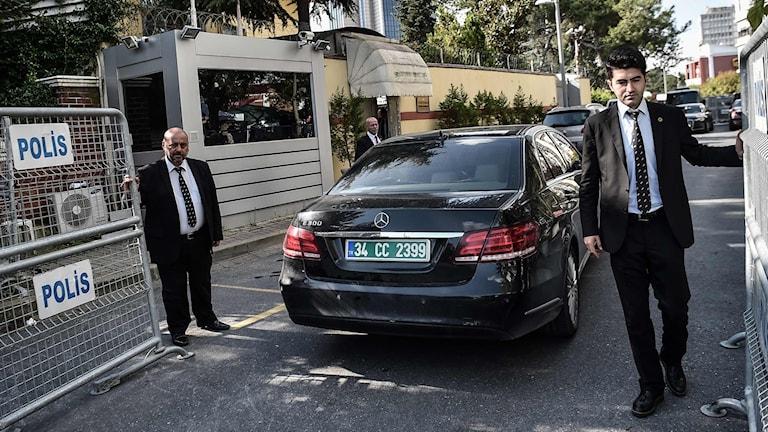 Säkerhetspersonal utanför det saudiska konsulatet.
