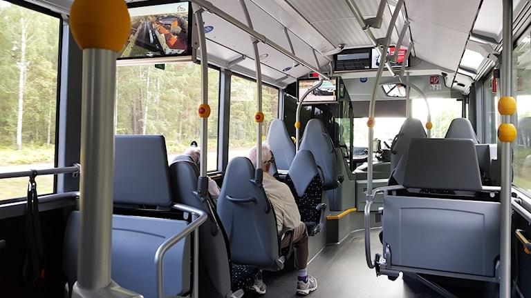 Insida av buss.