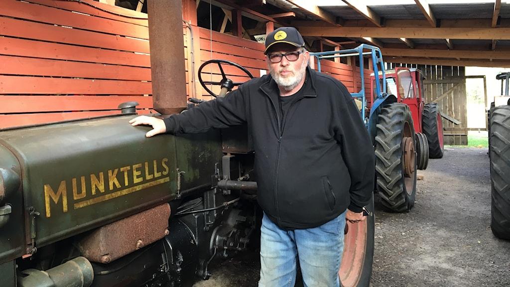 Roland Jonsson och hans traktor.