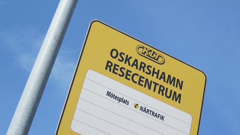 Skylt busshållplats Oskarshamn resecentrum.