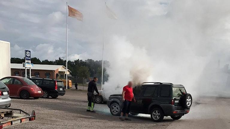 Rök från bil.