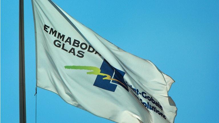Flagga Emmaboda Glas. Foto: Nick Näslund/Sveriges Radio
