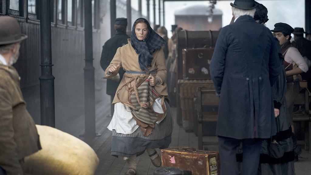 ALINGSÅS 20201020 Filminspelning av Vilhelm Mobergs bokserie Utvandrarna. Lisa Carlehed som spelar Kristina.