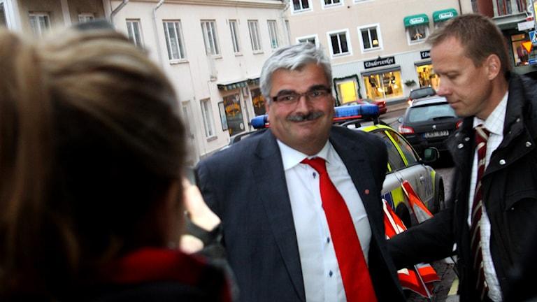Håkan Juholt anländer till Flanaden i Oskarshamn