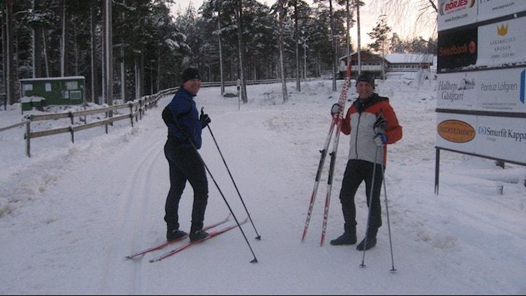 Skidåkare i snön. Foto: Tobias Sandblad/Sveriges Radio.