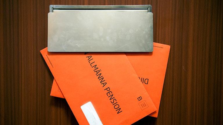 Pensionsmyndighetens orangea kuvert. Foto: Maja Suslin/Scanpix.