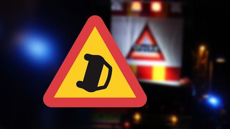 Varningsmärke: trafikolycka.