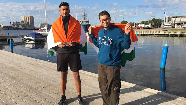 Abishek Avhad och Anmol Prabhu på bryggan vid Iron Man-starten i Kalmar.