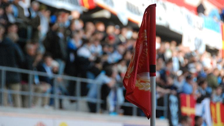 Hörnflagga med KFF-emblem.