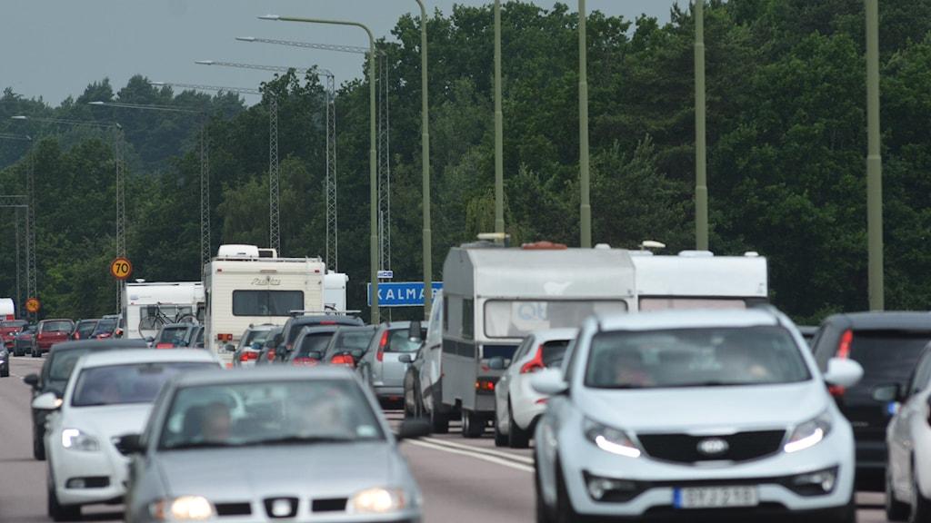 Bilar och husvagnar på Ölandsbron.