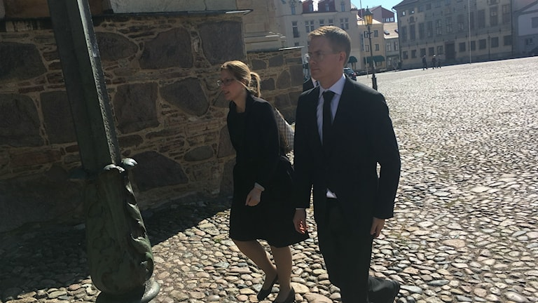 Gustav Fridolin på väg in till Kalmar Domkyrka.