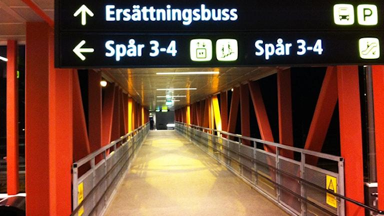 Vägvisare till ersättningsbuss. Foto: Nick Näslund/Sveriges Radio.