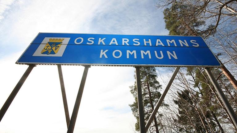 Vägskylt: Oskarshamns kommun. Foto: Nick Näslund/Sveriges Radio.
