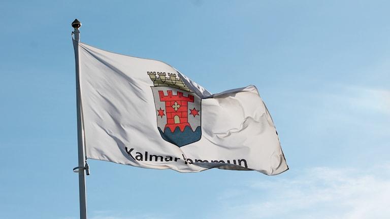 Flagga med Kalmar kommuns märke. Foto: Nick Näslund/Sveriges Radio.