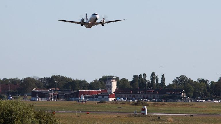 Flygplan och flygplats. Foto: Nick Näslund/Sveriges Radio.