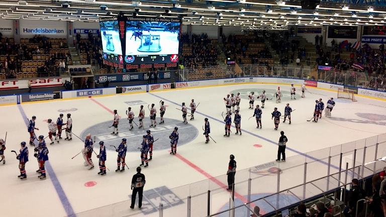 Spelare tackar varandra i Oskarshamn