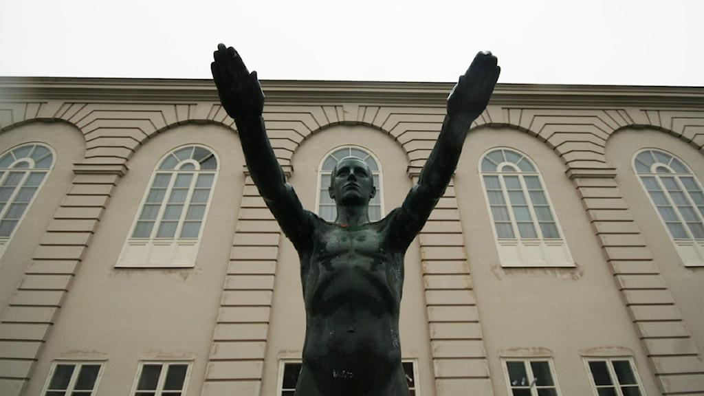 Skulpturen Simhopparen vid Stagneliussskolan. Foto: Nick Näslund/Sveriges Radio