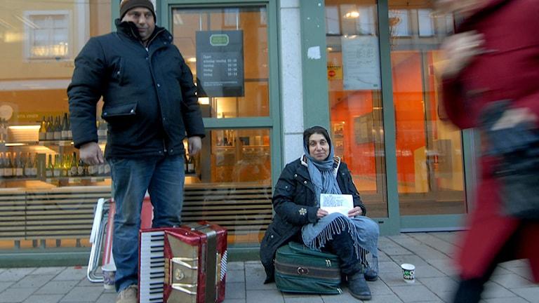 Aurel och Aurora är romer i Sverige.