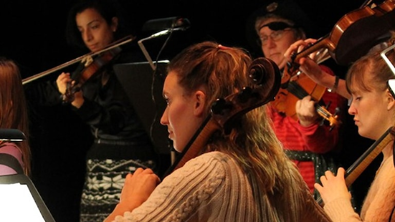 Musiker med instrument.