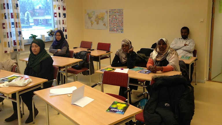 SFI-undervisning i klassrum. Foto: Alexander Jungå/Sveriges Radio