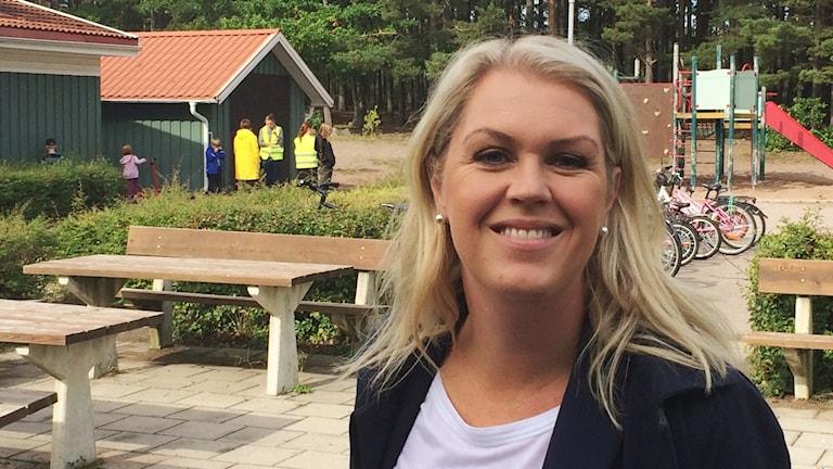 Lena Hallengren på Skogshagaskolan i Västervik. Foto: Leif Johansson/Sveriges Radio.