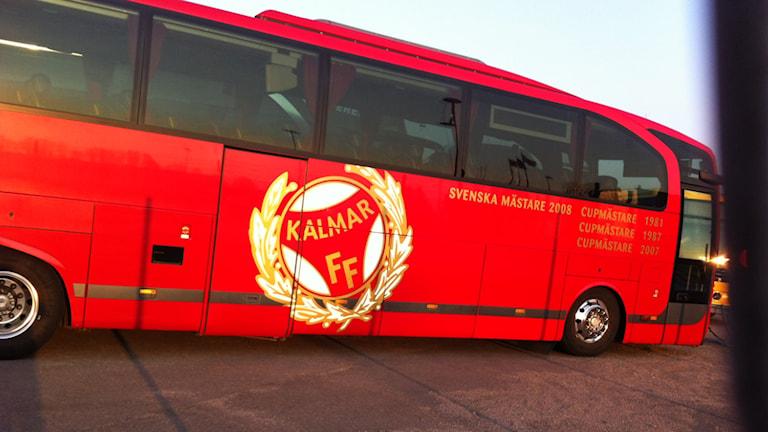 Kalmar FF-buss. Foto: Nick Näslund/Sveriges Radio