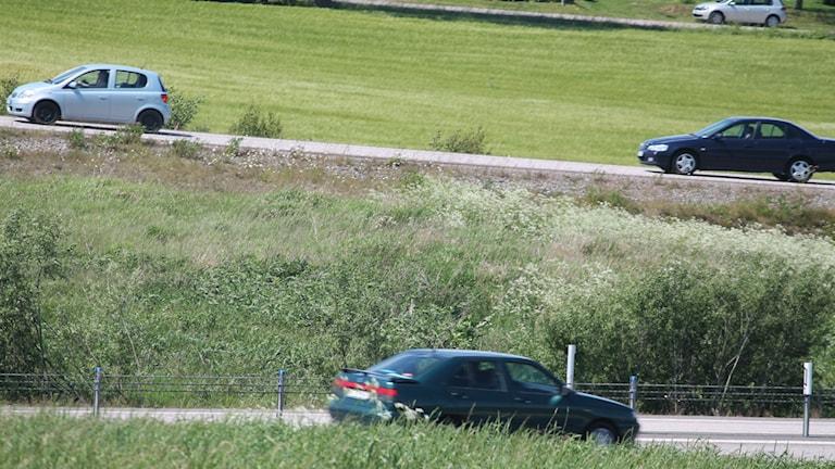 Bilar på väg. Foto: Nick Näslund/Sveriges Radio