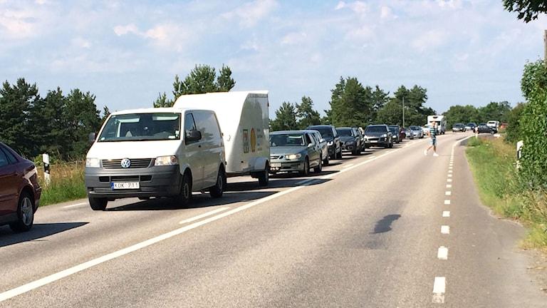 Långa köer på väg 136. Foto: Mari Strålman/Sveriges radio